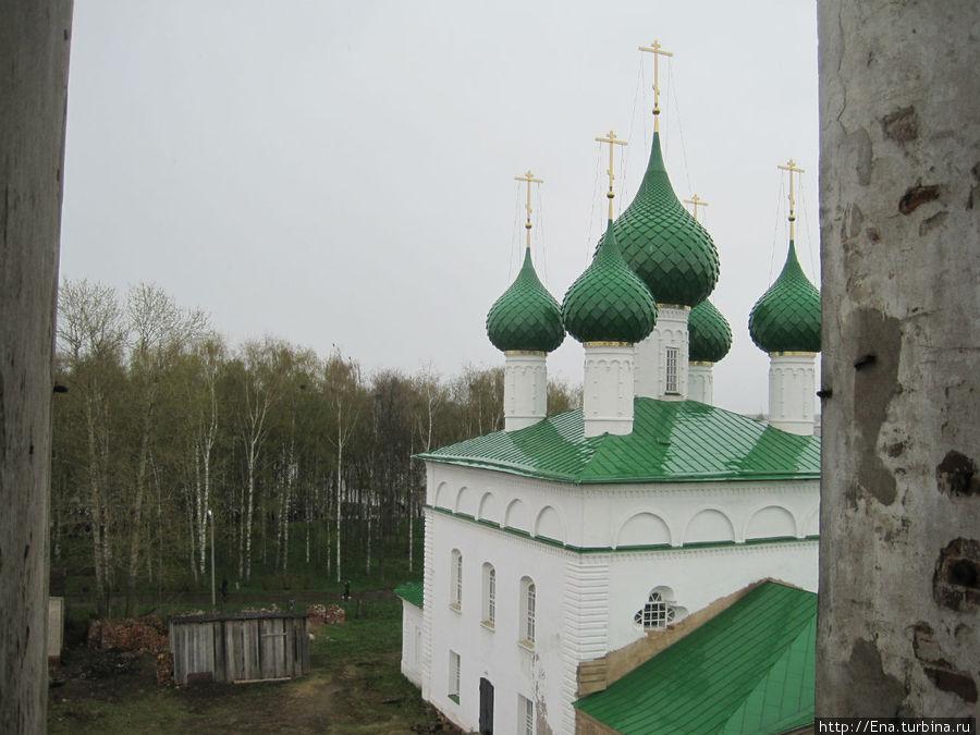 Вид на Троицкий собор с колокольни