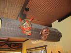 Маски в одном из небольших ресторанов где кормят соба (вермишель из гречки)