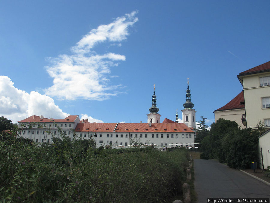 Вид на Страговский монастырь