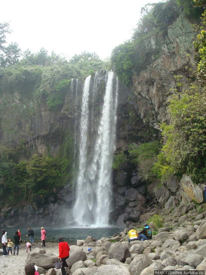 Водопад Чоннгбанг (Jeongbang).