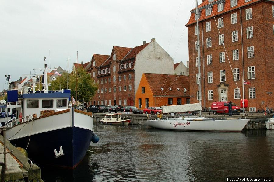 Каналы, корабли, дома