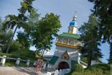 Вход в монастырь, Святые врата