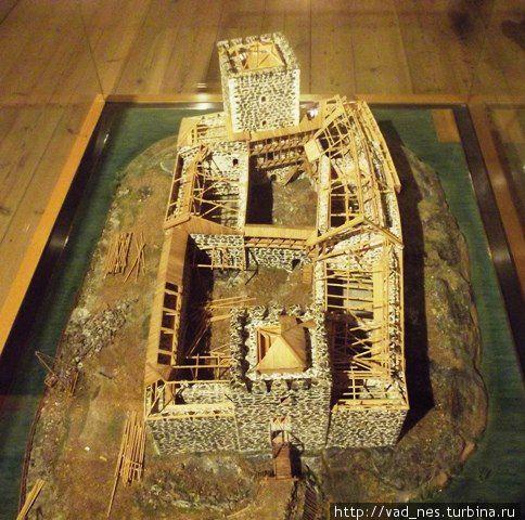 Замок Турку. В одном из залов — несколько макетов с разными этапами строительства замка.