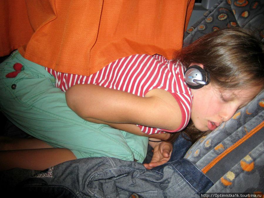 Так можно поспать в автобусе.
