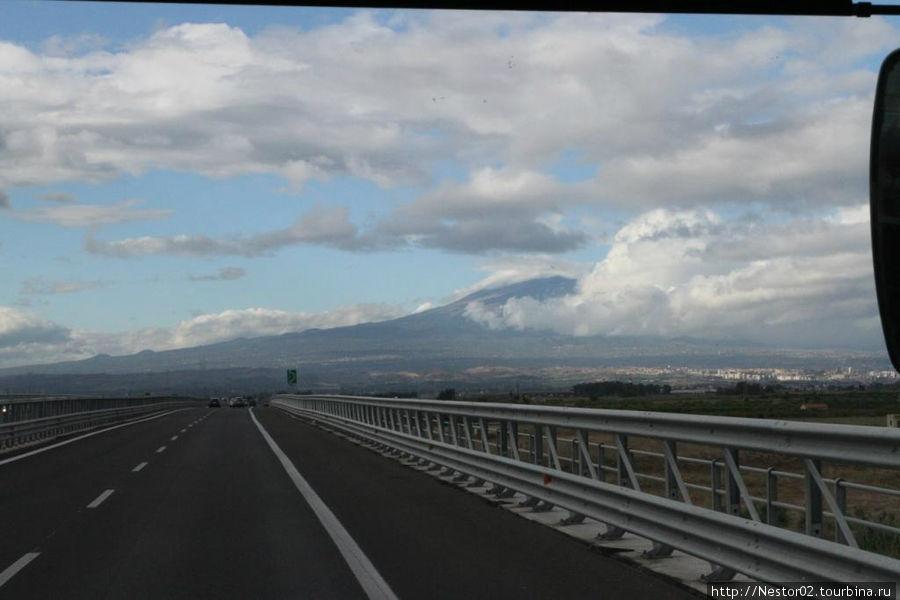Дорога из Сиракуз в Катанью. Вид на Этну.