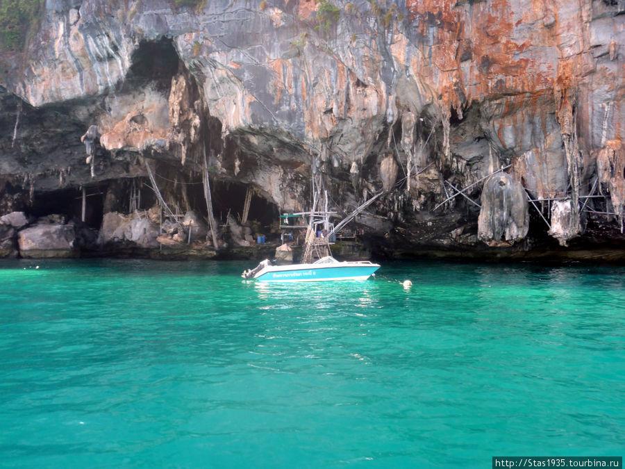 Южный Таиланд. Андаманское море. Пещера Викингов на острове Пхи Пхи Лей.