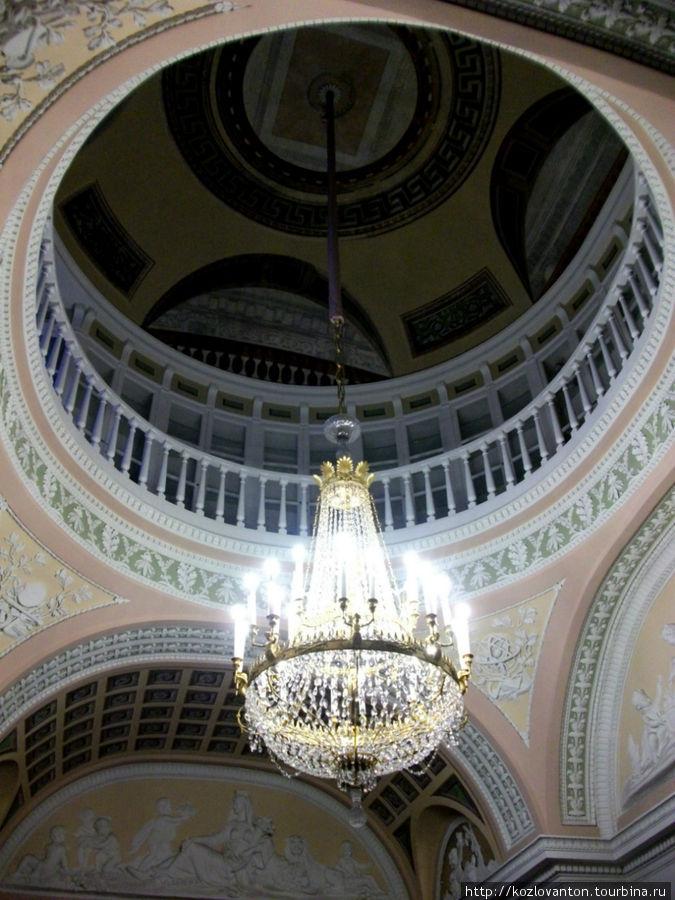 Купол минералогического кабинета с вписанным в него вторым этажом.