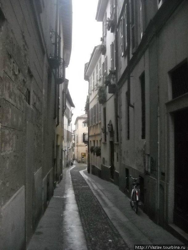 Дорога вдаль Павия, Италия