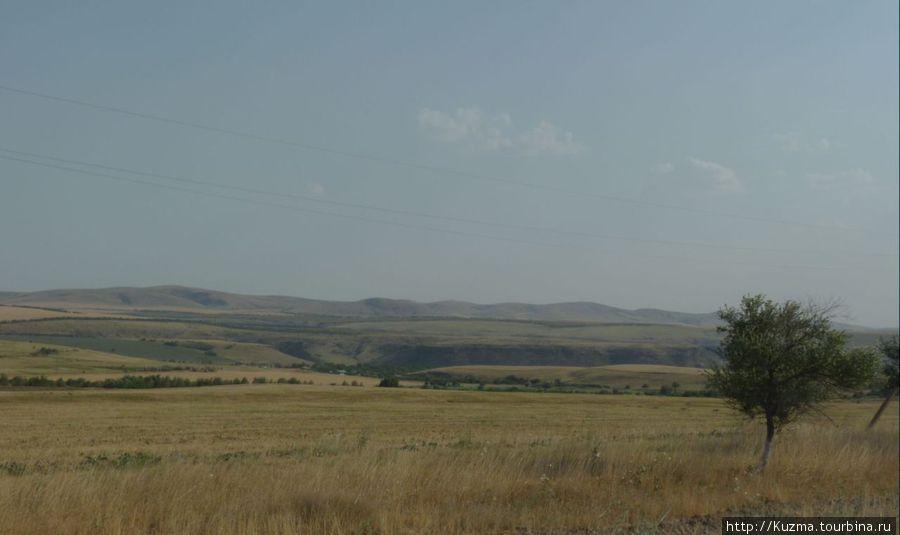 Вот такие пейзажи поевляются сразу за городом Чимкент.