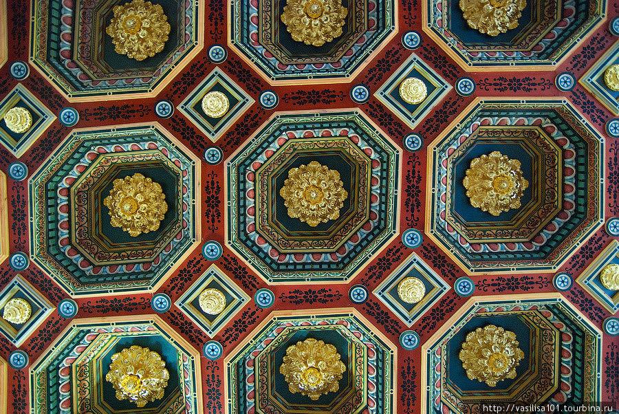 Потолок одной из парадных