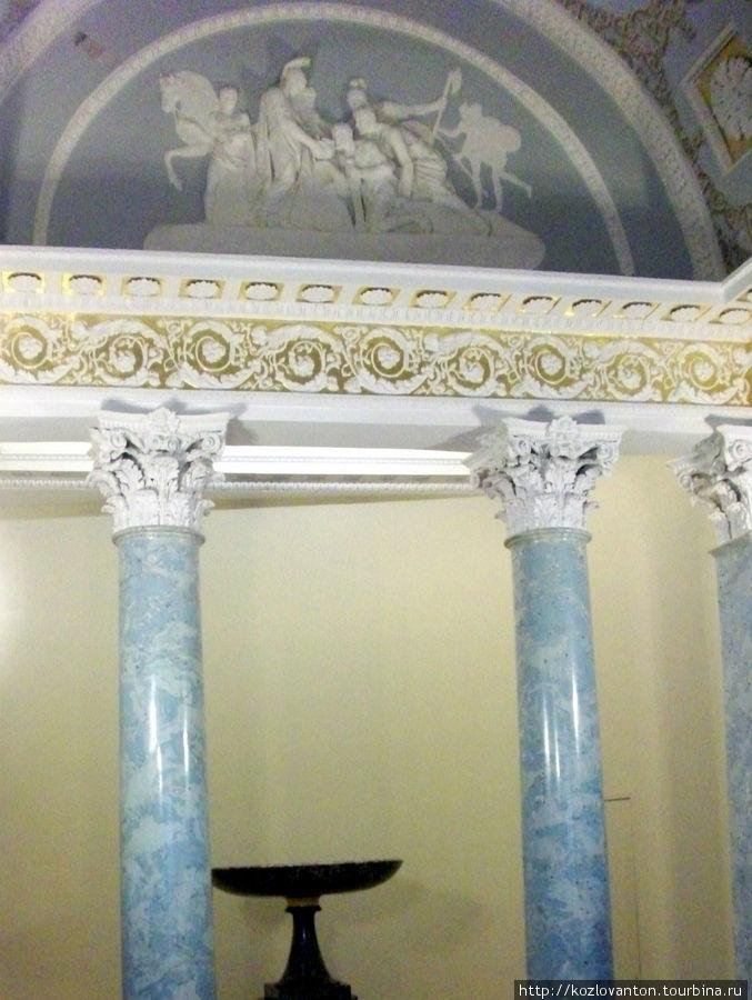 Фрагмент малого зала или библиотеки графини С.В.Строгановой с рельефом