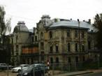 Главная синагога города, резиденция главного раввина. Находится в процессе восстановления. Была закрыта в 1940 г. Передана еврейской общине в 1994 г.
