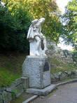 Памятник У. Шекспиру. С этой стороны он улыбается