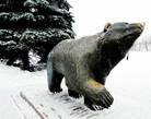 По словам авторов этого проекта, идею  памятнику подсказал сложившийся стереотип, что по улицам уральских городов обязательно должны ходить медведи. Вот и  ходят они по улицам города Перми