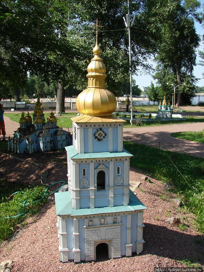 Михайловский златоверхий собор. Колокольня с надвратной церковью