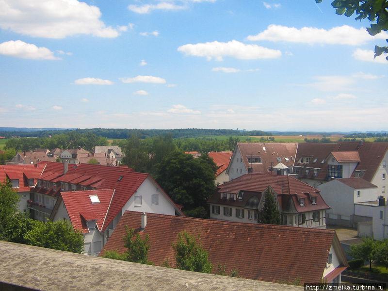 Вид с холма, на котором стоит замок