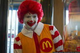 А еще в Новороссе недавно открыли первый Макдоналдс, там нереальные очереди что в кассы что в туалет. Зато я впервые в жизни увидел настоящего Роналда Макдоналда.