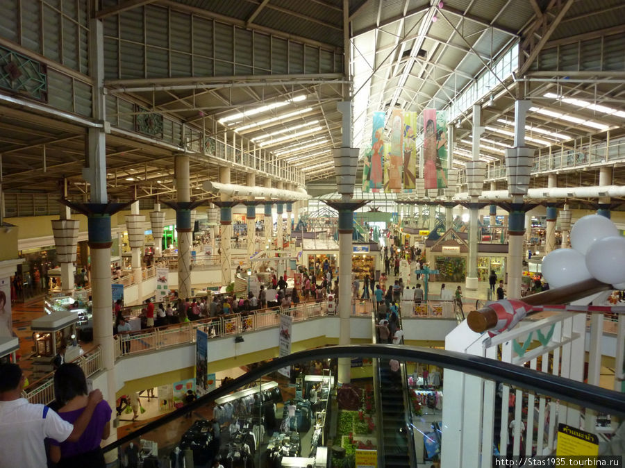 Паттайя. Супермаркет Биг Си ( северный ) на улице Вторая.
