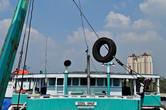 """В общем, жизнь на """"Sosial Annur"""" ничем не отличалась от жизни на любом другом судне в порту."""