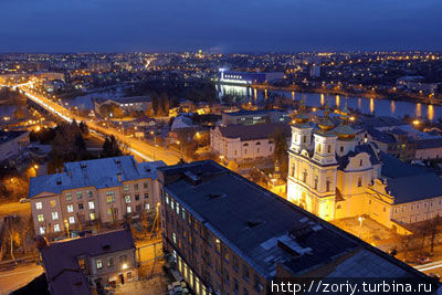 Улица Соборная и вид на центральный мост.