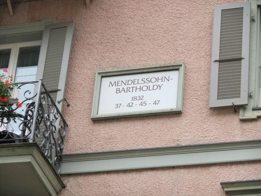 а Мендельсон вообще был постоянным гостем
