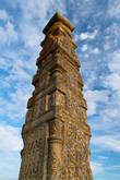 Кулпытас – надгробная стела вознесся над некрополем Ушкан. Он один из самых высоких – более 4 метров.  На поверхности памятников мастера-каменорезы в сложных узорах сообщали потомкам информацию о жизненном пути их предков