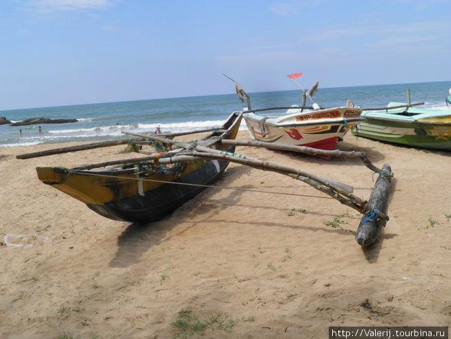 На таких пиргах, выходят рыбачить в прибрежных содах местные рыбаки.