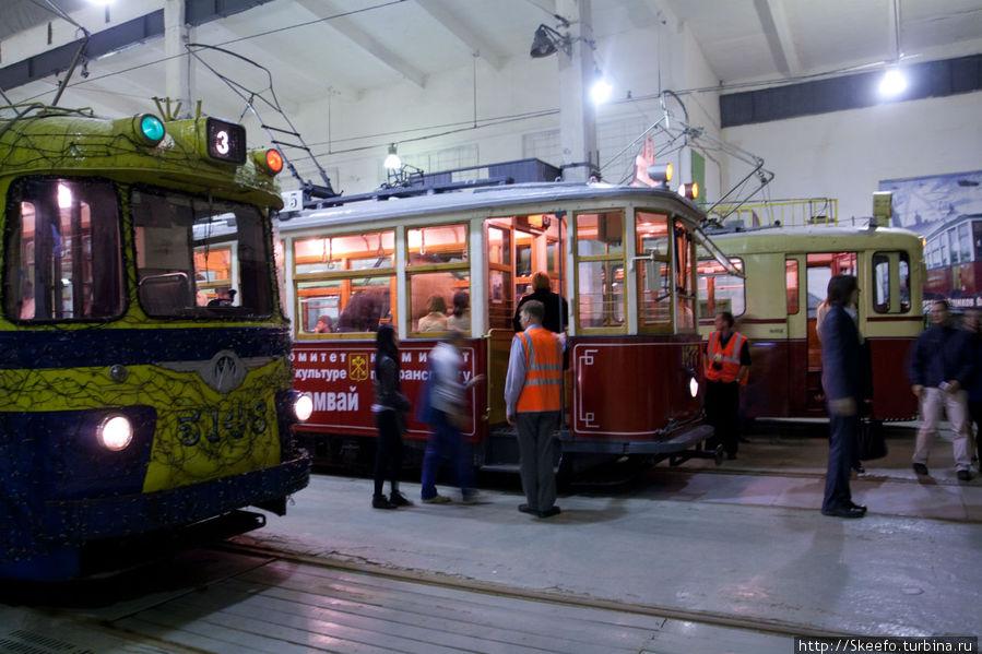 Три трамвая.