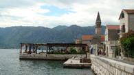 Уютная кафэшка с живописным видом на бухту и набережную городка!