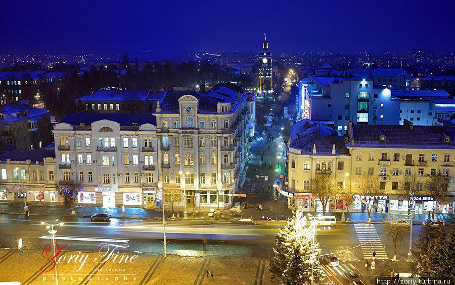 Улица Соборная. центр города. площадь перед горисполкомом.