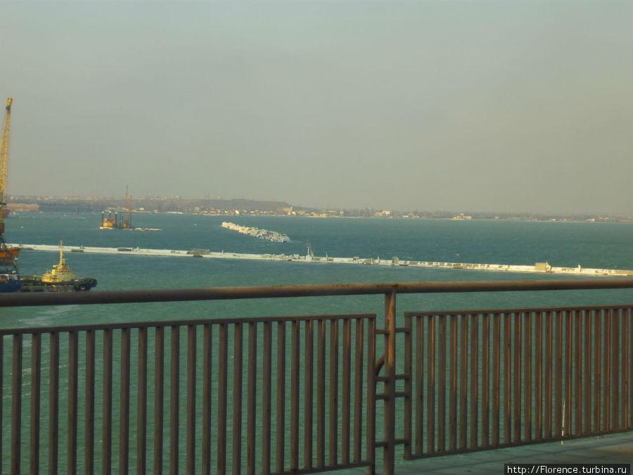 Вид на море с верхних этажей вокзала