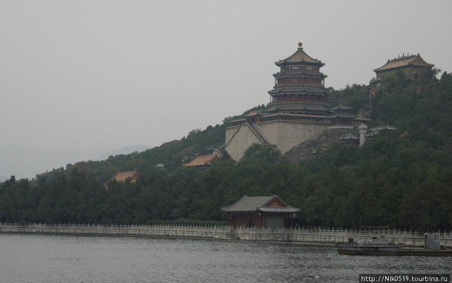Гора долговечности с башней Благоухания Будды. Пекин, Китай