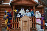Дед Мороз со своей свитой