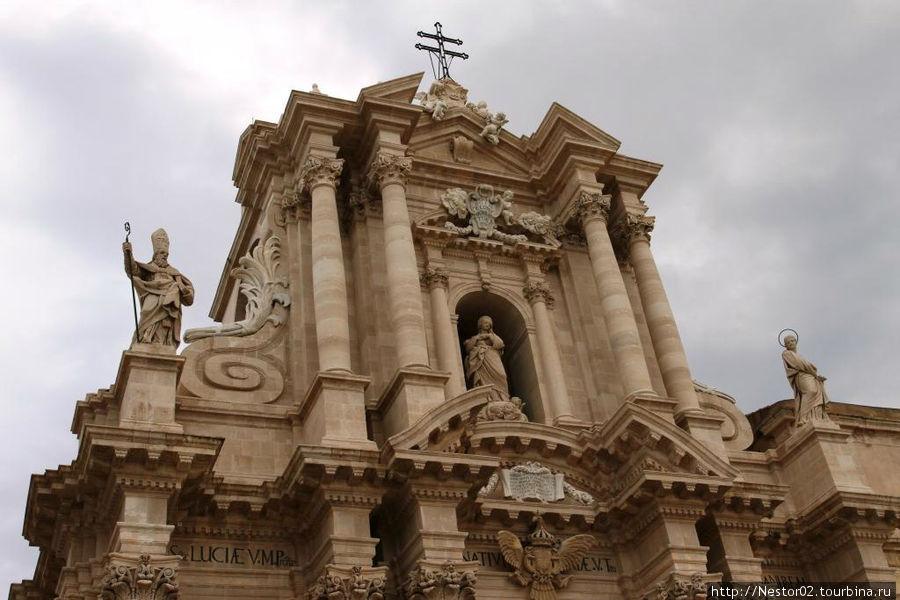 Сиракузы. Дуомская площадь, кафедральный собор.