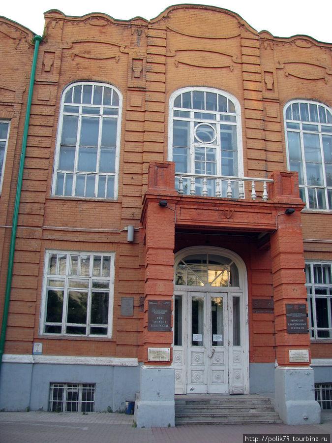 Дом построен в 1910-1912 годах. Во время войны сюда эвакуировали зарубежных коммунистов.