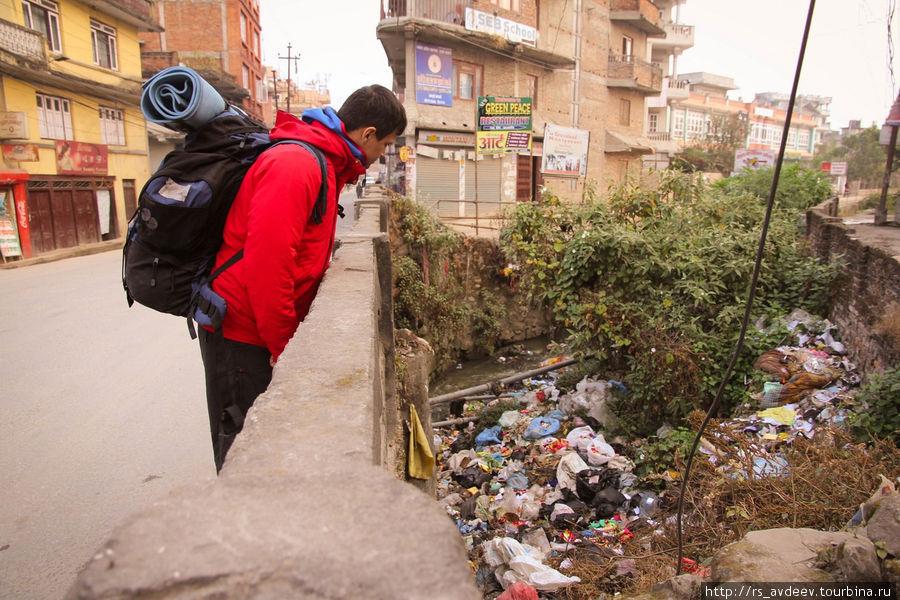 Непал гораздо чище и культурней Индии, но вот такие картины там тоже присутствуют..