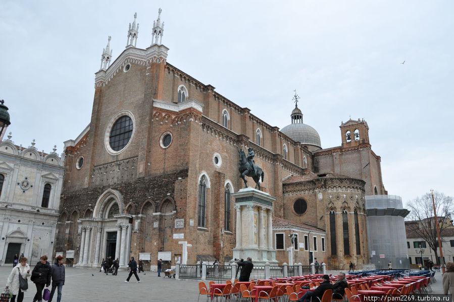 площадь S.S. Giovanni e Paolo Castello с символом, изображенным на визитке