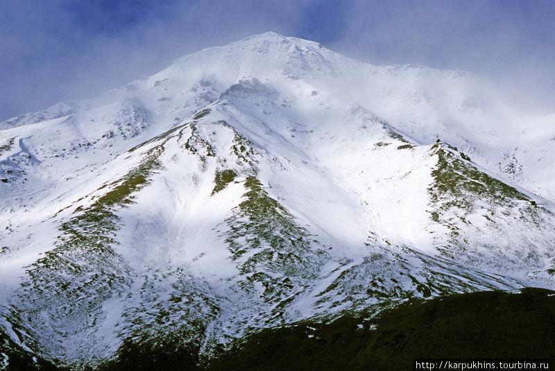 Перевал. Эту вершину мы назвали Фудзиямой.