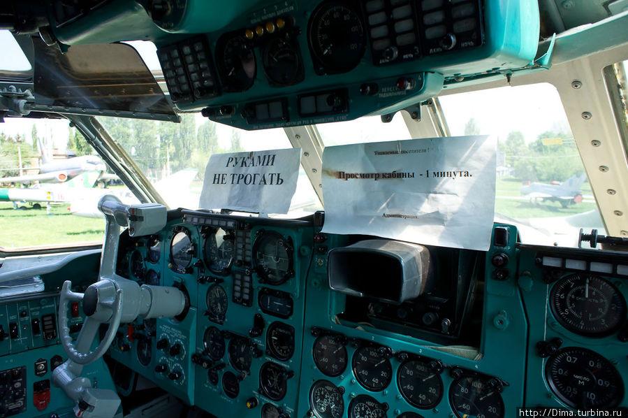 Этот самолёт больше не летает, но здесь учатся юные лётчики