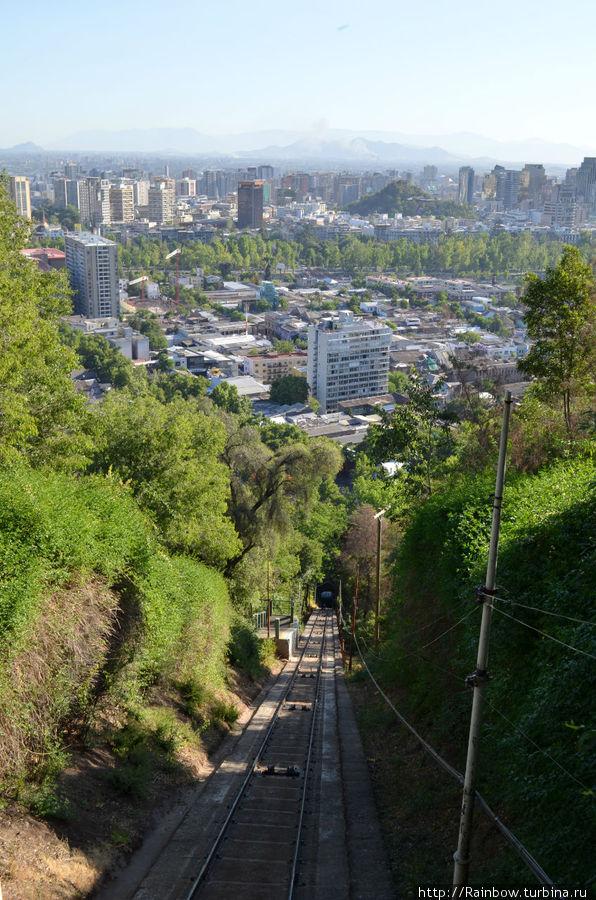Вид на фуникулерную трассу и на город