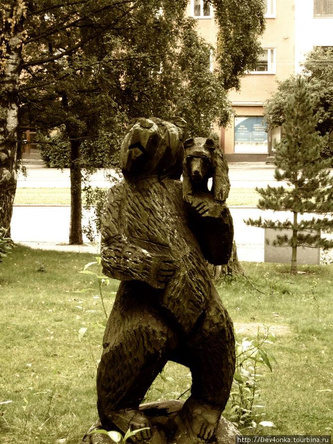 В одном из дворов встретилась фигура медведя. Может это русский квартал?)