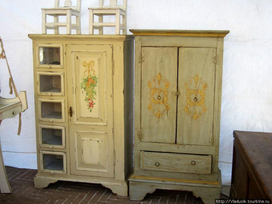Очень люблю такую мебель, довольствовалась созерцанием