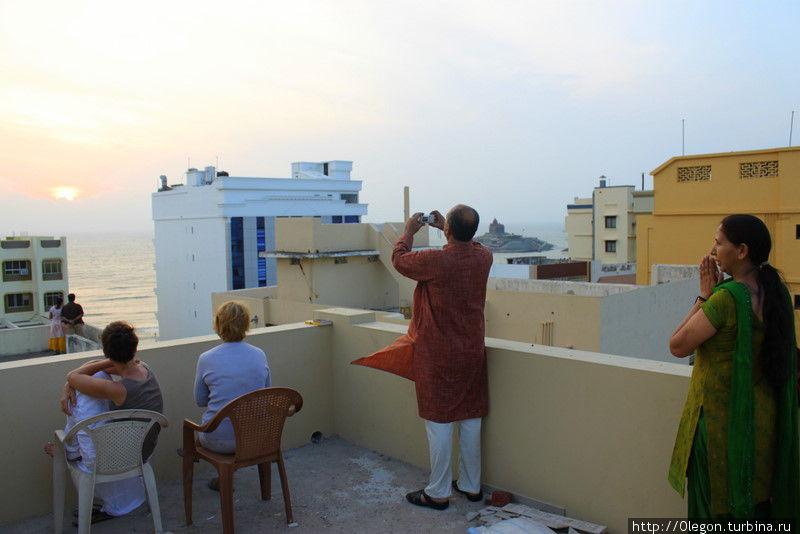 На крыше отеля, встречаем рассвет