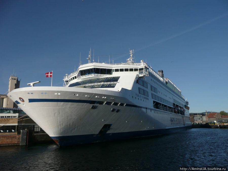 датский океанский лайнер Жемчужина Скандинавии. Красивый, впечатляет