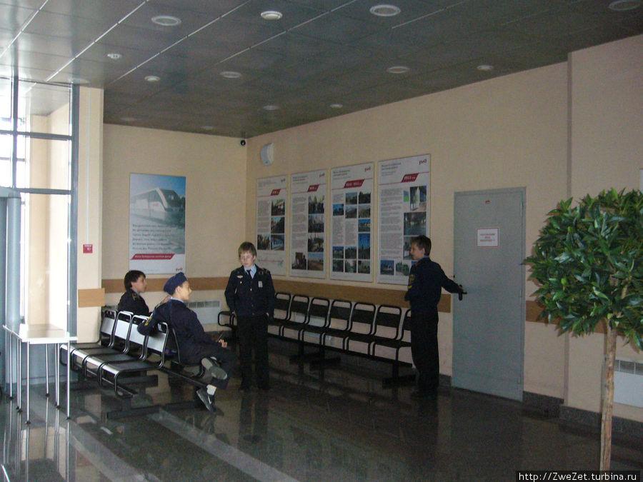 В зале ожидания станции Молодежная на южной МОЖД