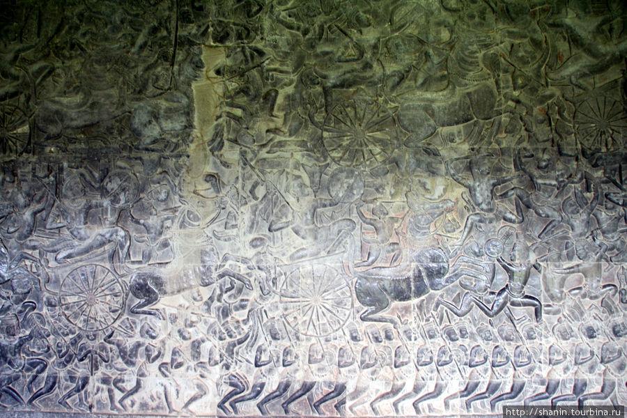Фреска на внешней галерее Ангкор-вата
