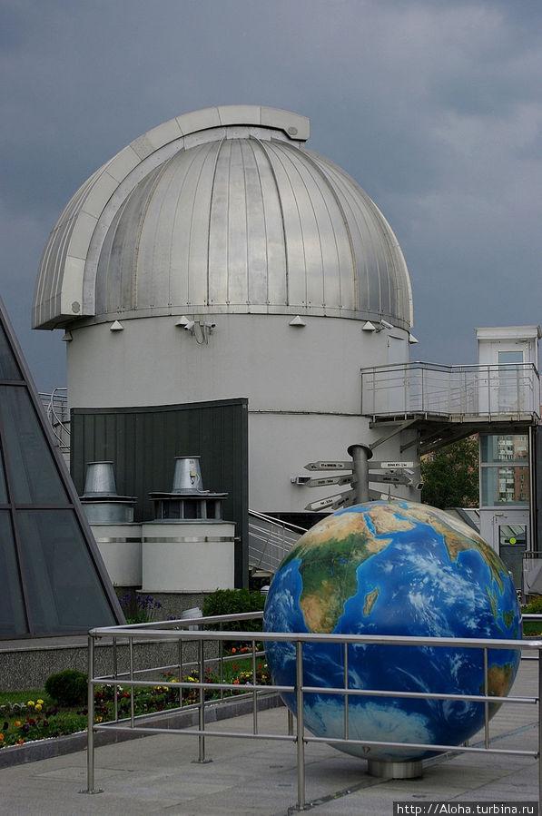 На крыше планетария.