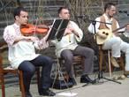 Мужской состав ансамбля с виолиной, кавалом и тамбурой