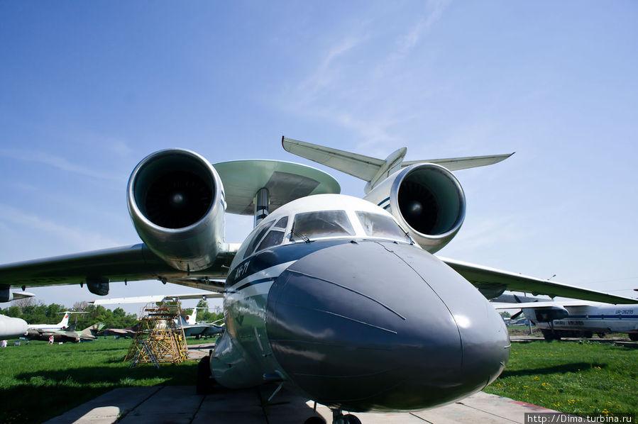 Ан-71. Самолёт с радаром в хвосте.
