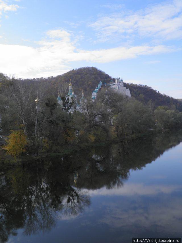 Лавра находится на берегу Северского Донца